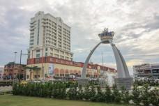 Tugu Mahkota Batu Pahat and the surrounding