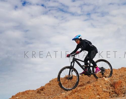 Lady doing downhill on mountain bike
